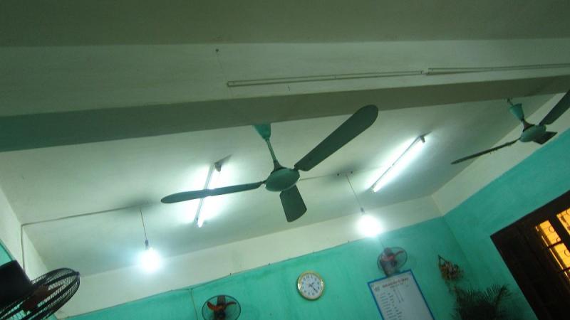 Đa số phòng học của các trường có cường độ ánh sáng chưa đạt yêu cầu so với các quy định hiện hành.